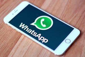 Girlfriend के whatsapp पर कैसे नज़र रखे